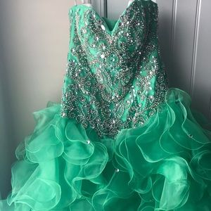 Pageant dress size 3. Worn once.